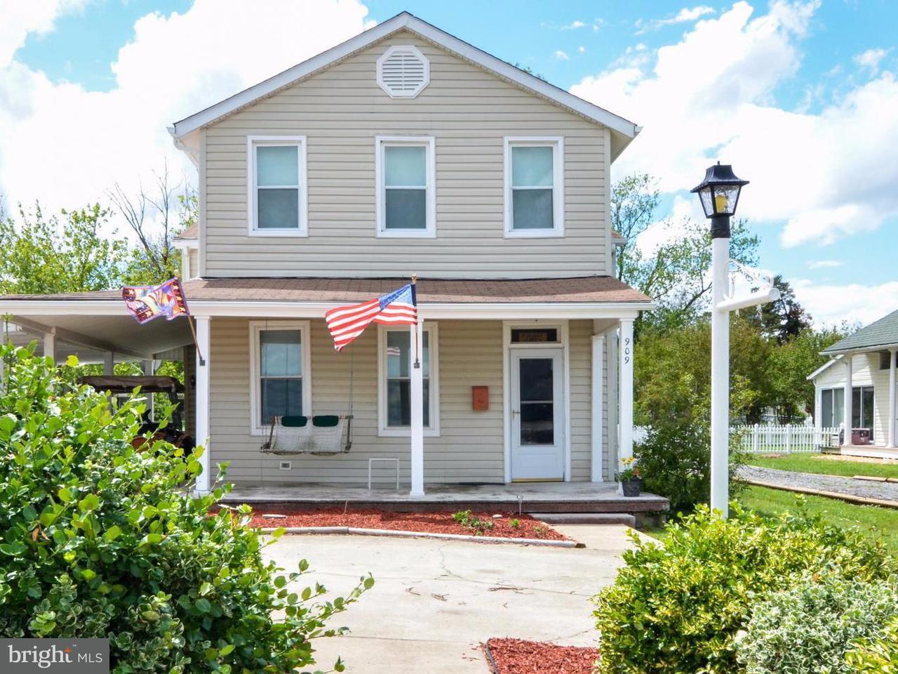 Casa Unifamiliar por un Venta en 909 IRVING Avenue 909 IRVING Avenue Colonial Beach, Virginia 22443 Estados Unidos