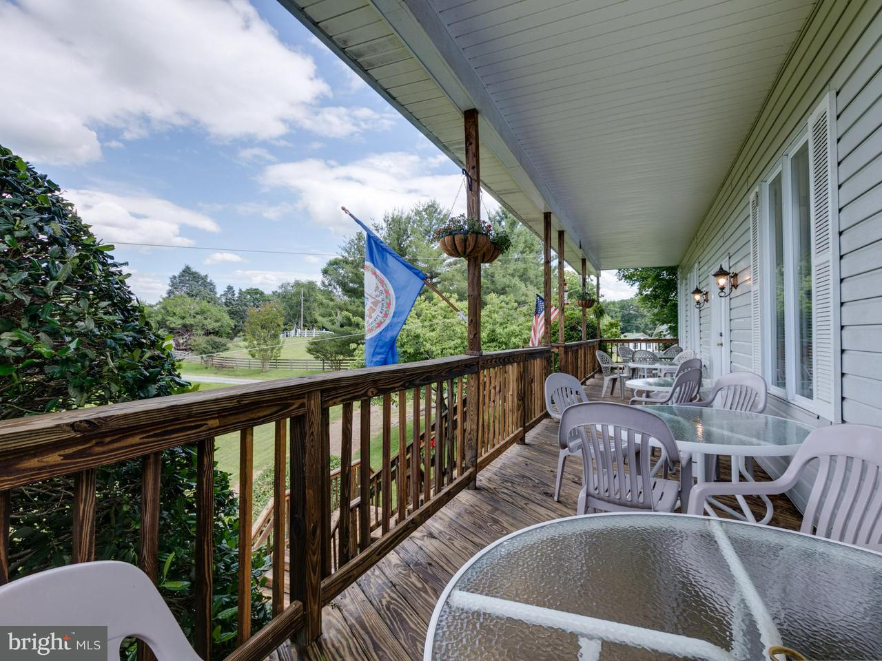 Additional photo for property listing at 345 HARTWOOD Road 345 HARTWOOD Road Fredericksburg, Virginia 22406 Verenigde Staten