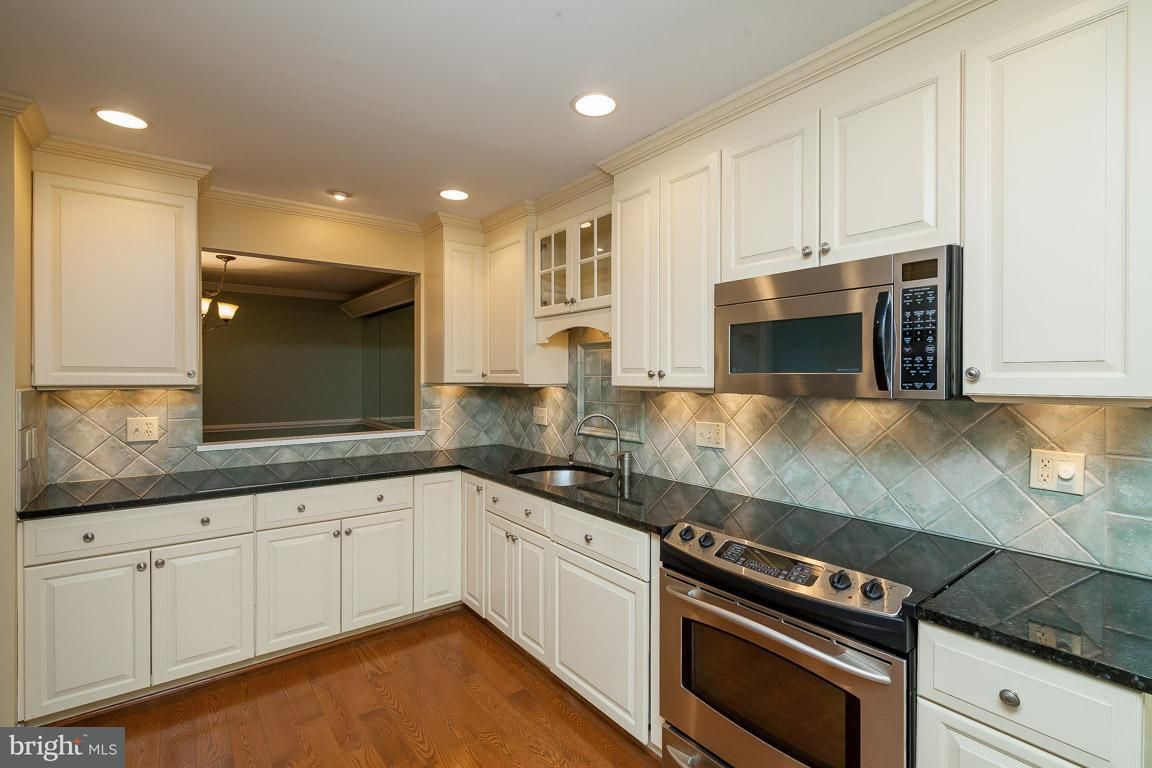 Townhouse for Sale at 7917 VALLEYFIELD Drive 7917 VALLEYFIELD Drive Springfield, Virginia 22153 United States