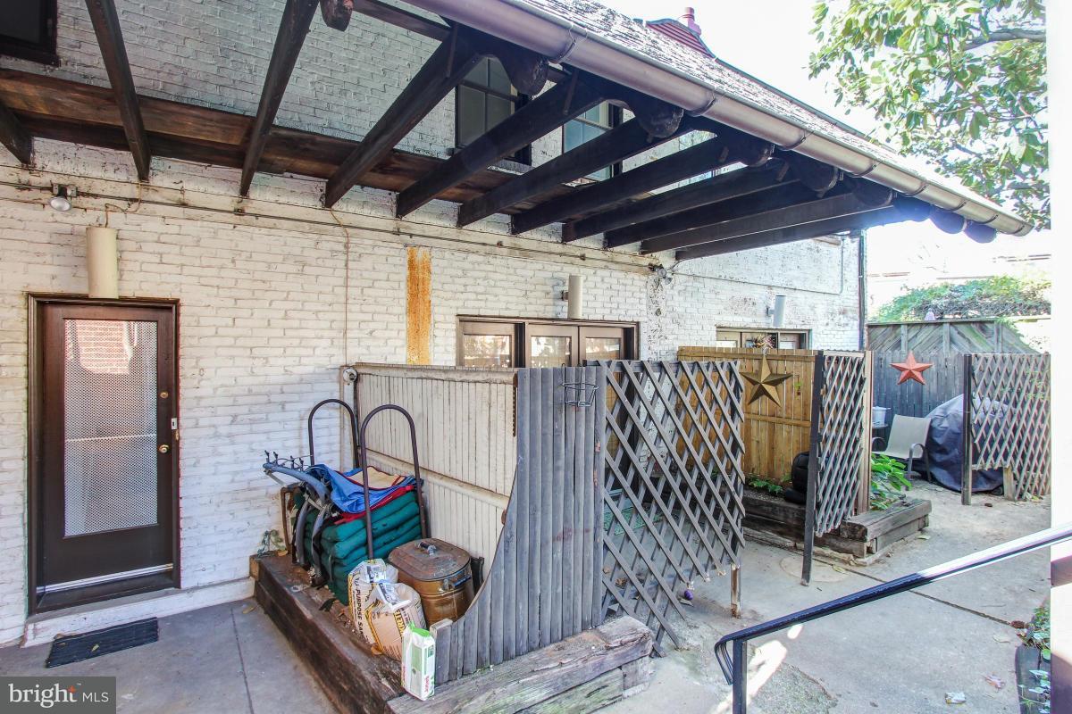Additional photo for property listing at 131 11TH ST SE 131 11TH ST SE Washington, Περιφερεια Τησ Κολουμπια 20003 Ηνωμενεσ Πολιτειεσ
