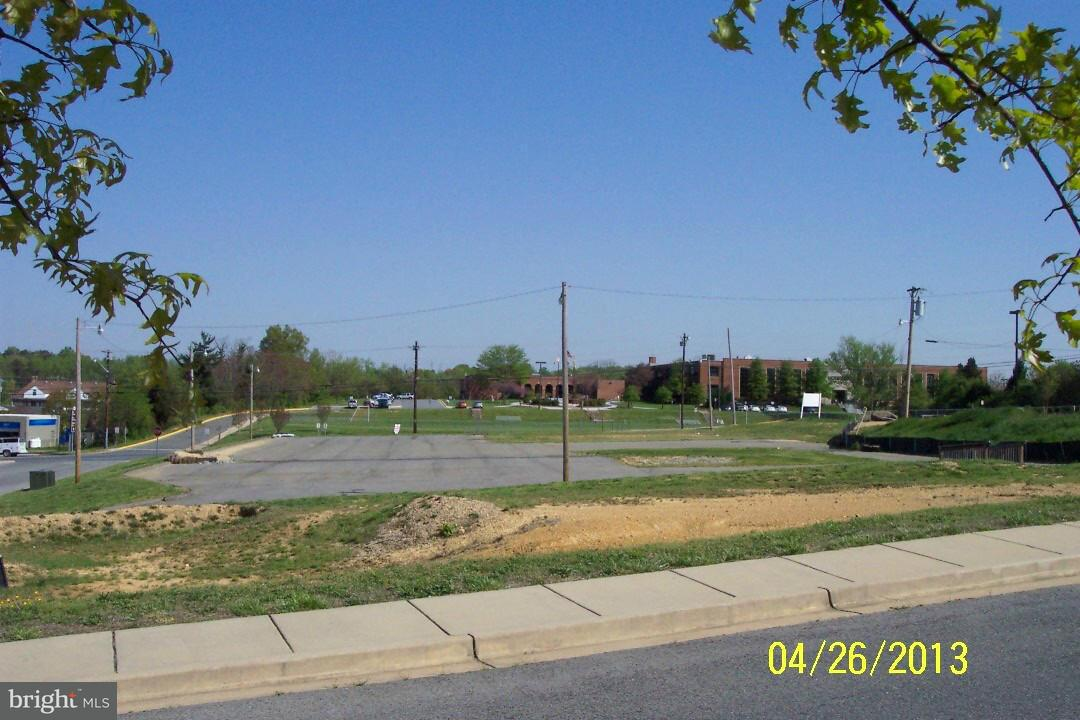 Additional photo for property listing at CHARLES Street CHARLES Street La Plata, Maryland 20646 Stati Uniti