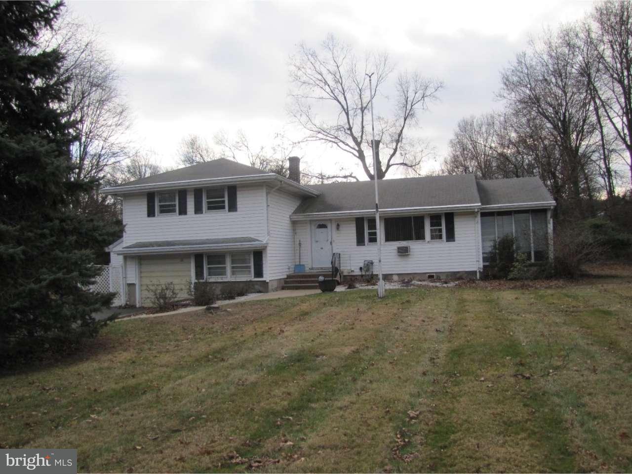 独户住宅 为 销售 在 121 HENDERSON Road 肯德尔帕克, 新泽西州 08824 美国在/周边: South Brunswick Township