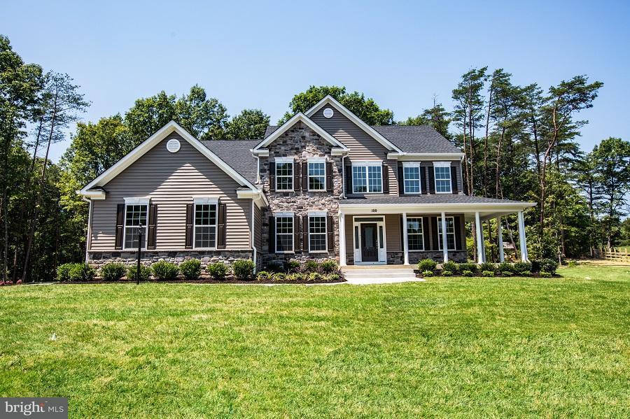 Casa Unifamiliar por un Venta en 1671 COURTHOUSE ROAD 1671 COURTHOUSE ROAD Stafford, Virginia 22554 Estados Unidos