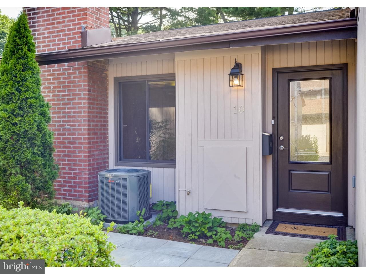 联栋屋 为 销售 在 10 AUBURN Court 米德尔敦, 新泽西州 07701 美国