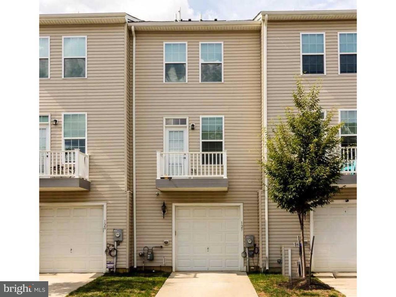 Casa unifamiliar adosada (Townhouse) por un Alquiler en 127 FRANKLIN Circle Somerdale, Nueva Jersey 08083 Estados Unidos