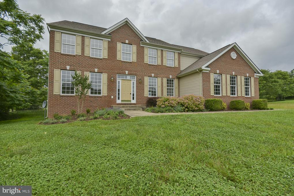 Частный односемейный дом для того Продажа на 30 CLASSIC FINO Drive 30 CLASSIC FINO Drive Kearneysville, Западная Виргиния 25430 Соединенные Штаты