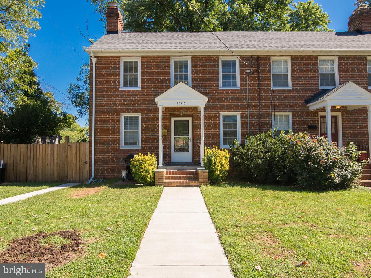Duplex pour l Vente à 10919 PARK Road 10919 PARK Road Fairfax, Virginia 22030 États-Unis