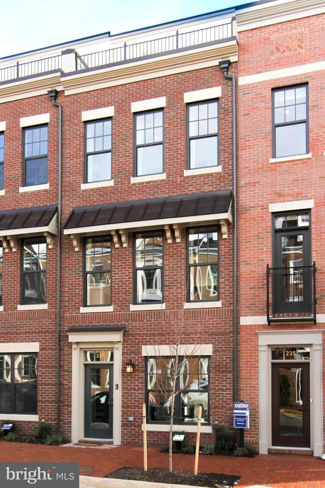联栋屋 为 销售 在 22943 SULLIVAN'S COVE SQ 22943 SULLIVAN'S COVE SQ Brambleton, 弗吉尼亚州 20148 美国