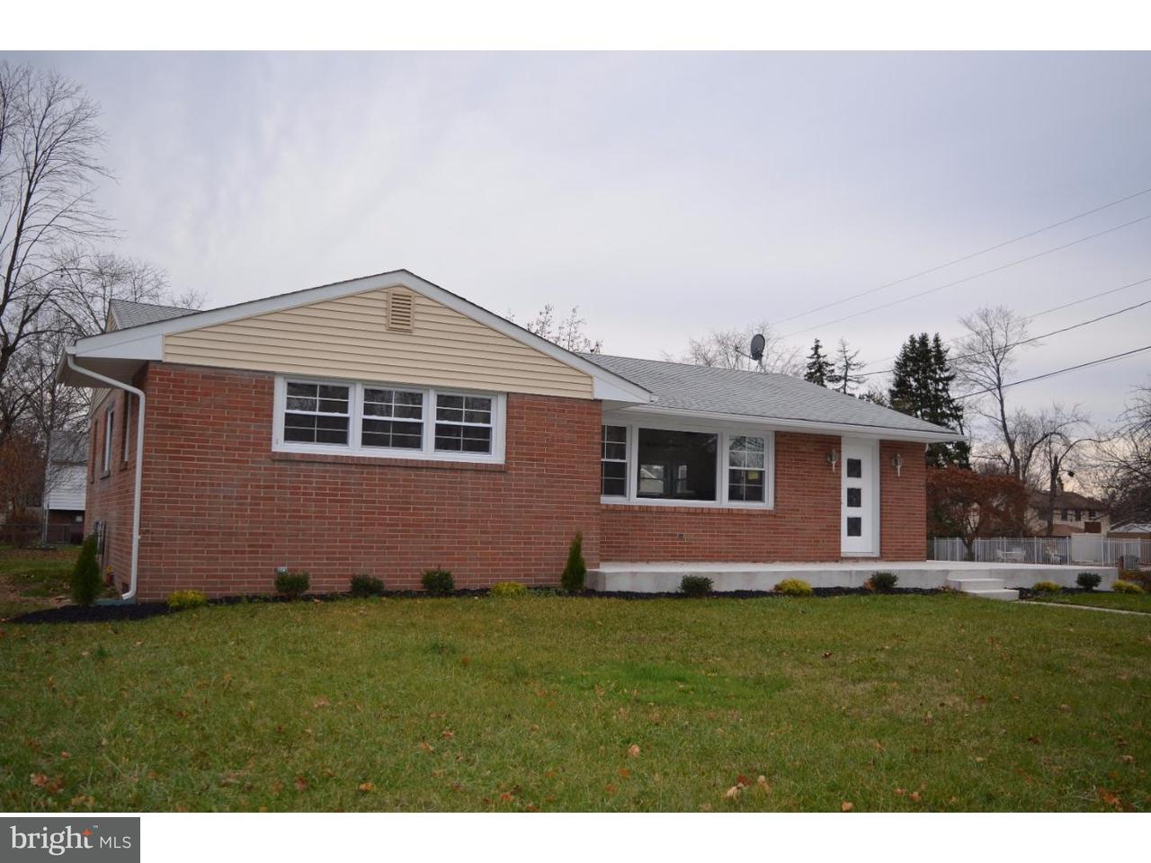 Maison unifamiliale pour l Vente à 219 HARMONY Road Gibbstown, New Jersey 08027 États-Unis