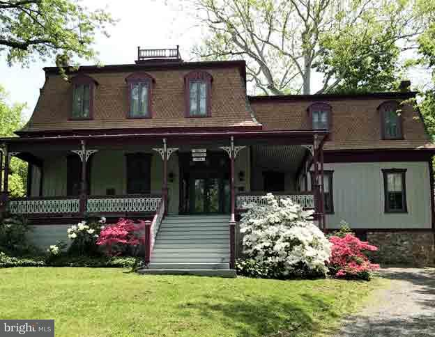 Casa Unifamiliar por un Venta en 234 Fairfax Street 234 Fairfax Street Berkeley Springs, West Virginia 25411 Estados Unidos