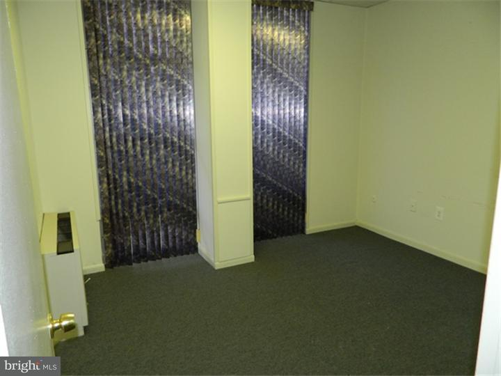 Additional photo for property listing at 8 BARCLAY TOWERS #10  Cherry Hill, New Jersey 08034 United States
