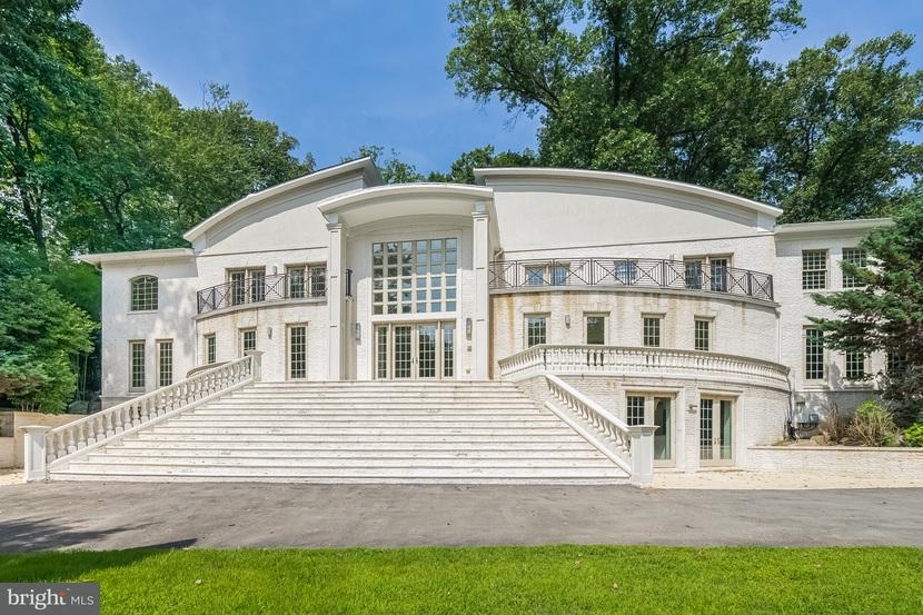 Single Family Home for Sale at 8746 Brook Road 8746 Brook Road McLean, Virginia 22102 United States