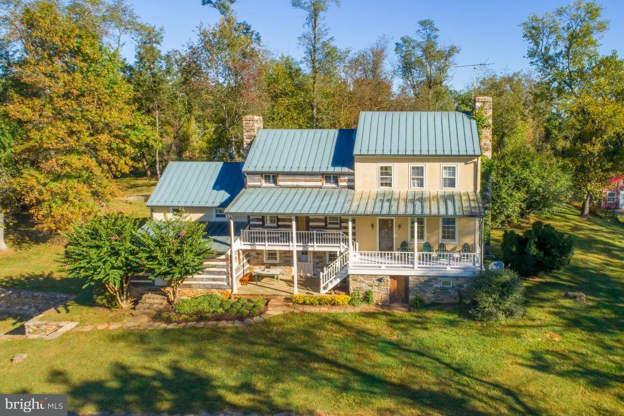 Single Family Home for Sale at 19923 WOODTRAIL Road 19923 WOODTRAIL Road Round Hill, Virginia 20141 United States