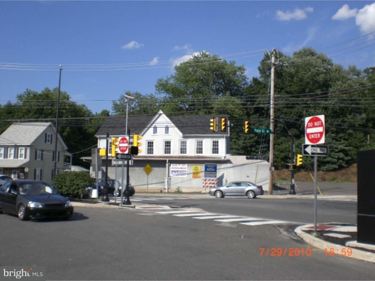 Частный односемейный дом для того Продажа на 111 MAIN Street Green Lane, Пенсильвания 18054 Соединенные Штаты
