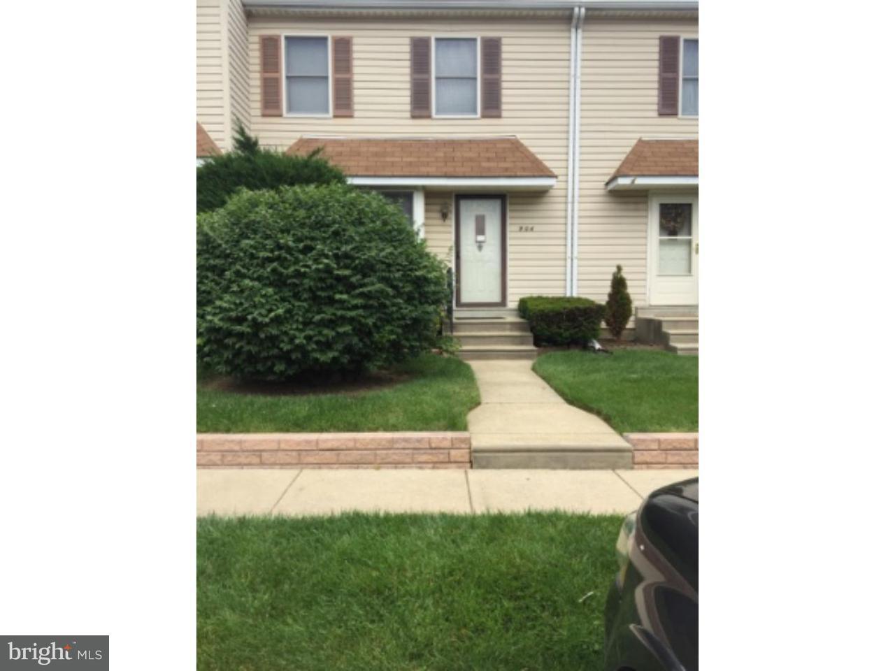 联栋屋 为 出租 在 904 GREENHOUSE Drive Secane, 宾夕法尼亚州 19018 美国