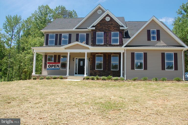 Частный односемейный дом для того Продажа на 14364 FRONTIER TRAILS Court 14364 FRONTIER TRAILS Court Waldorf, Мэриленд 20601 Соединенные Штаты