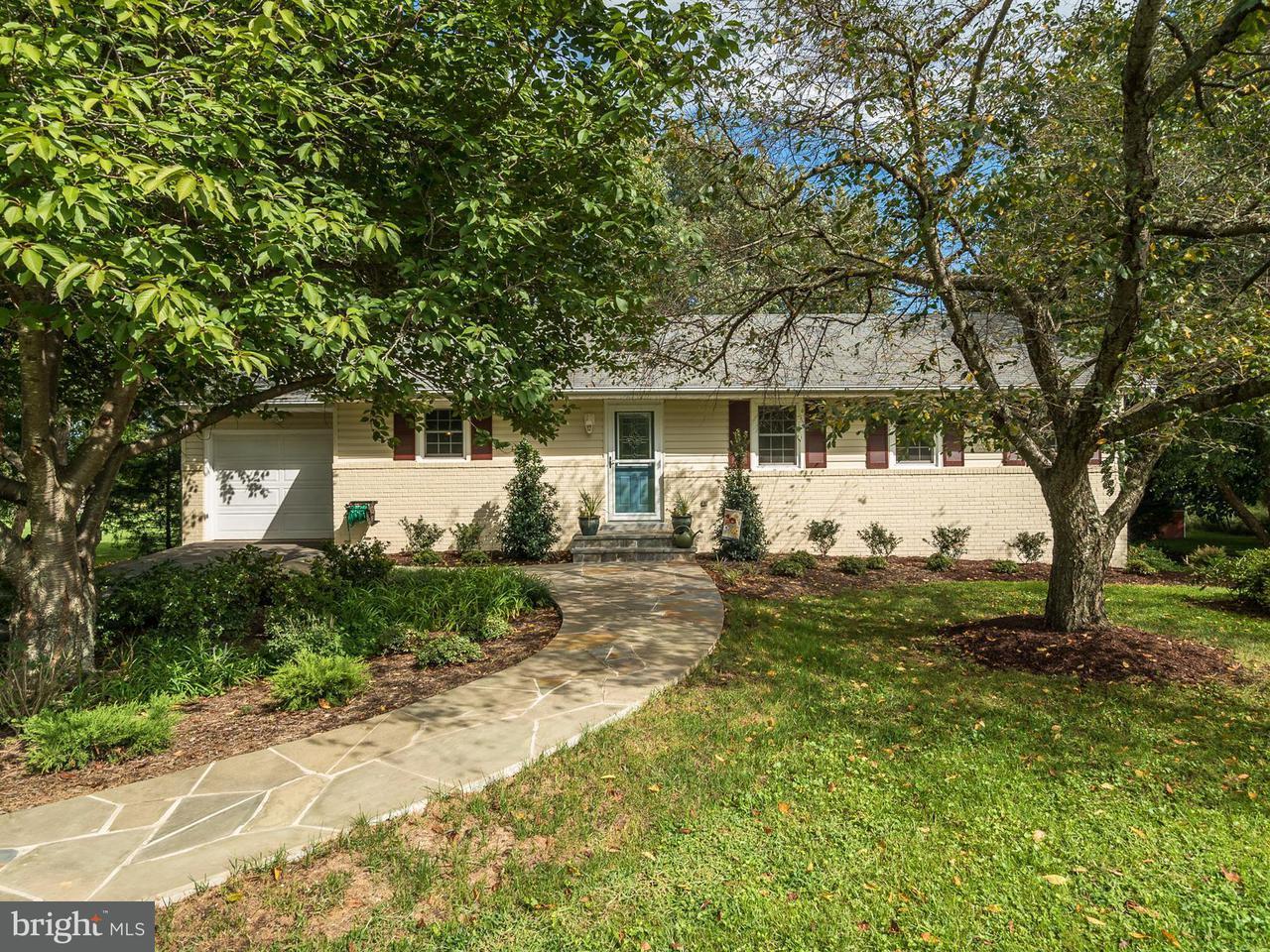 Частный односемейный дом для того Продажа на 3703 Sanders Lane 3703 Sanders Lane Catharpin, Виргиния 20143 Соединенные Штаты