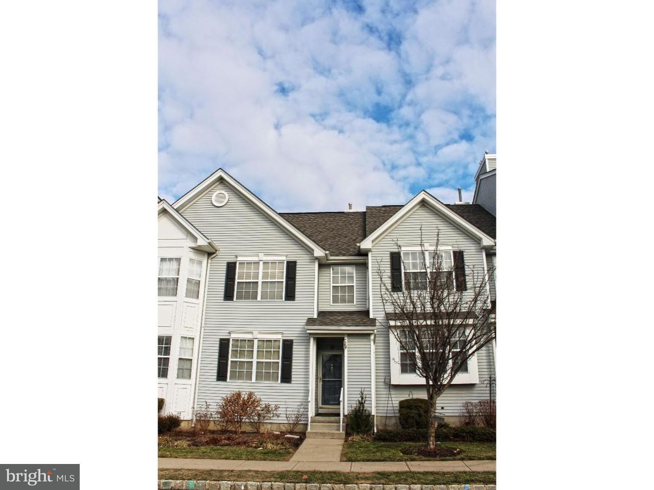 Таунхаус для того Продажа на 406 BLOSSOM Circle Dayton, Нью-Джерси 08810 Соединенные ШтатыВ/Около: South Brunswick Township