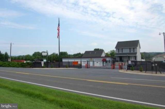 komerziell für Verkauf beim 5320 STRASBURG Road 5320 STRASBURG Road Strasburg, Virginia 22657 Vereinigte Staaten