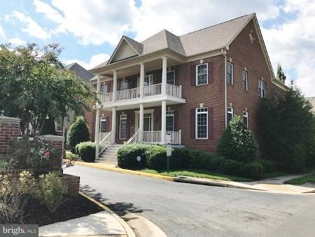 Single Family Home for Sale at 10305 LYNNHAVEN Place 10305 LYNNHAVEN Place Oakton, Virginia 22124 United States