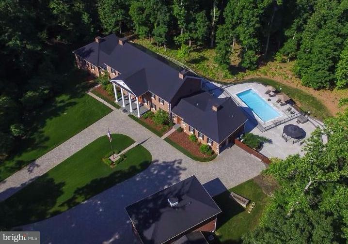Maison unifamiliale pour l Vente à 8205 ASHY PETRAL Court 8205 ASHY PETRAL Court Spotsylvania, Virginia 22553 États-Unis