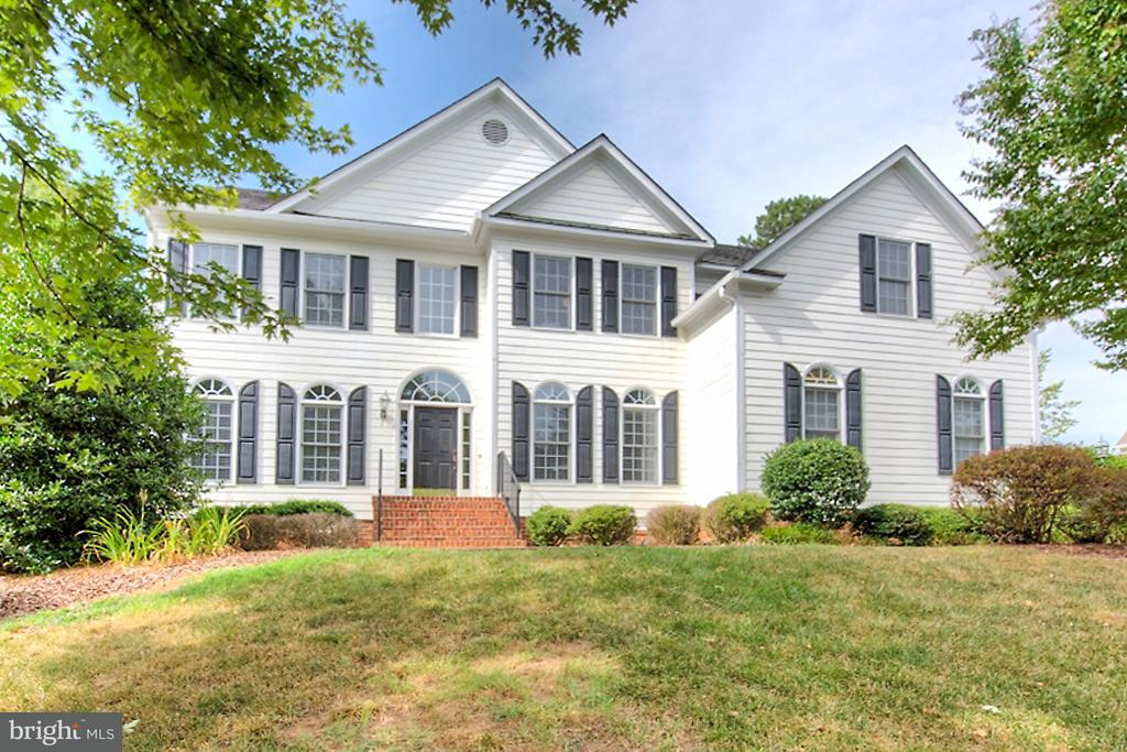 Casa Unifamiliar por un Venta en 13049 MID PINES Drive 13049 MID PINES Drive Ashland, Virginia 23005 Estados Unidos