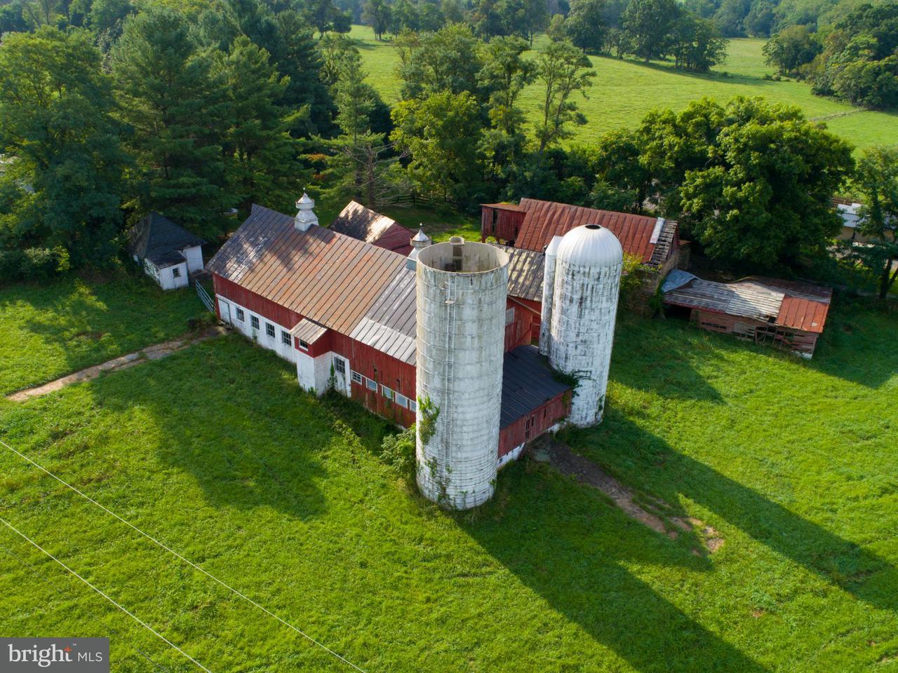 Частный односемейный дом для того Продажа на 35516 Paxson Road 35516 Paxson Road Purcellville, Виргиния 20132 Соединенные Штаты