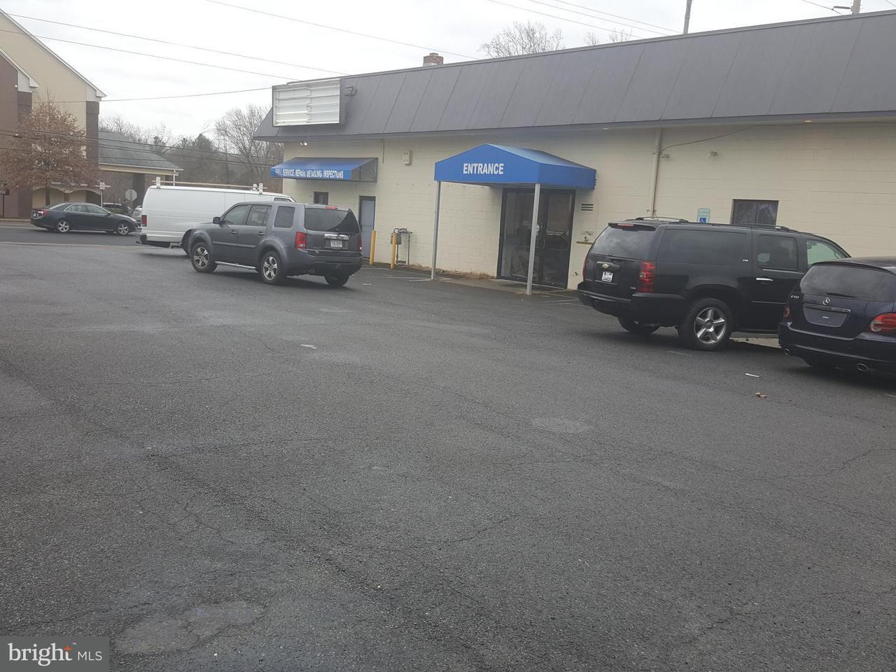 Commerciale per Vendita alle ore 7614 CENTREVILLE Road 7614 CENTREVILLE Road Manassas, Virginia 20111 Stati Uniti