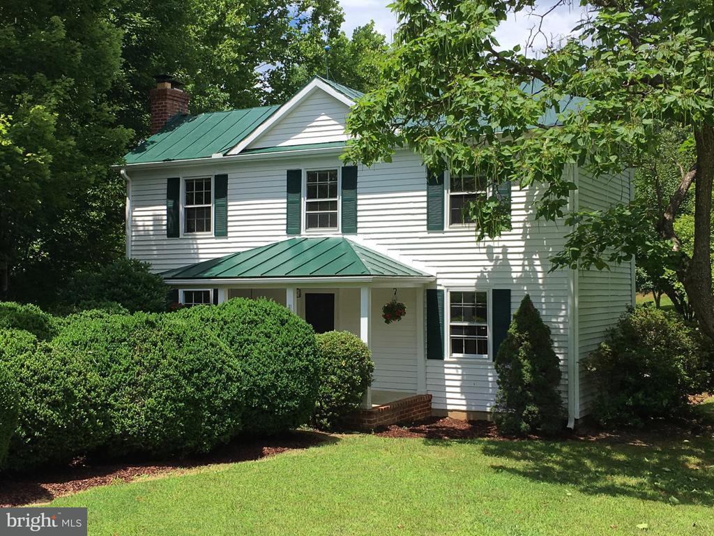 Частный односемейный дом для того Продажа на 6868 BATESVILLE Road 6868 BATESVILLE Road Afton, Виргиния 22920 Соединенные Штаты