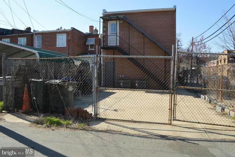 Additional photo for property listing at 1679 MONTELLO AVE NE 1679 MONTELLO AVE NE Washington, Distretto Di Columbia 20002 Stati Uniti