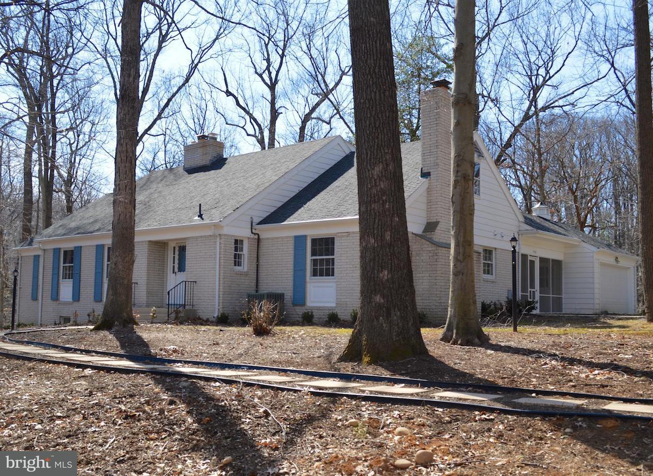 Casa Unifamiliar por un Venta en 3030 POWDER MILL Road 3030 POWDER MILL Road Hyattsville, Maryland 20783 Estados Unidos