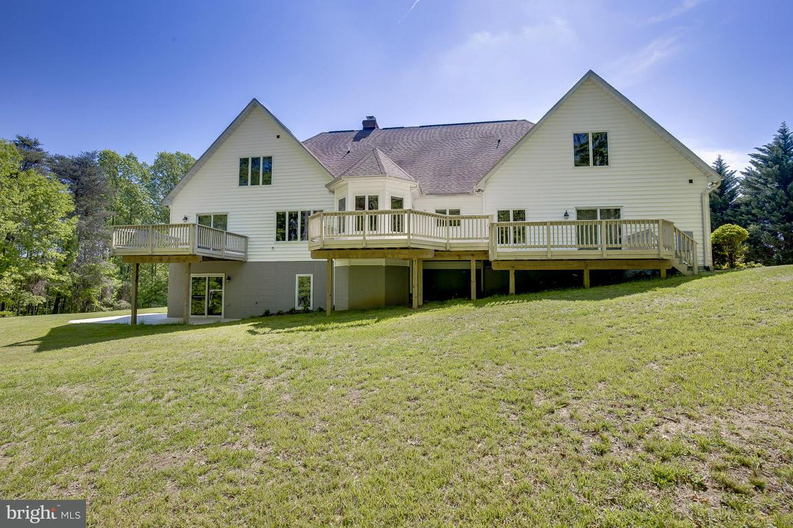Additional photo for property listing at 5 WALLACE FARMS Lane 5 WALLACE FARMS Lane Fredericksburg, Virginia 22406 Vereinigte Staaten