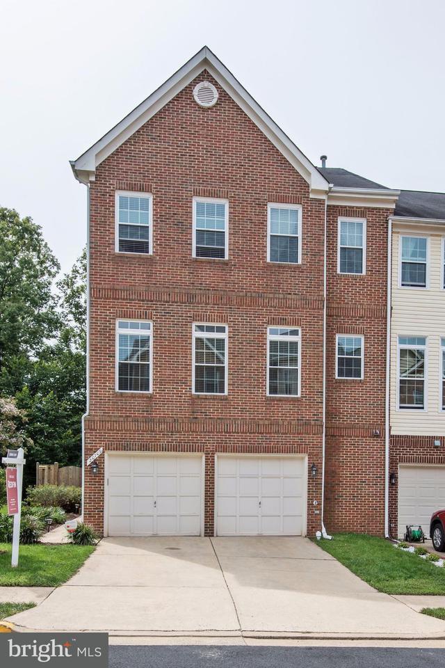 Maison accolée pour l Vente à 20709 RIPTIDE SQ 20709 RIPTIDE SQ Sterling, Virginia 20165 États-Unis