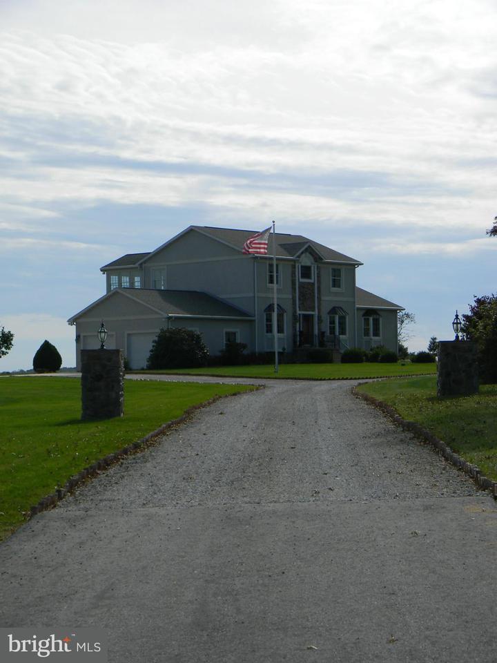 Additional photo for property listing at 6396 HOFF Road 6396 HOFF Road Spring Grove, Pensilvania 17362 Stati Uniti