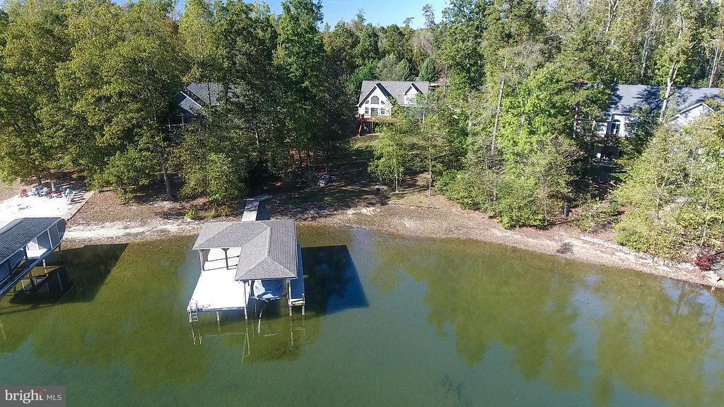 Maison unifamiliale pour l Vente à 234 WINCHESTER Trail 234 WINCHESTER Trail Mineral, Virginia 23117 États-Unis