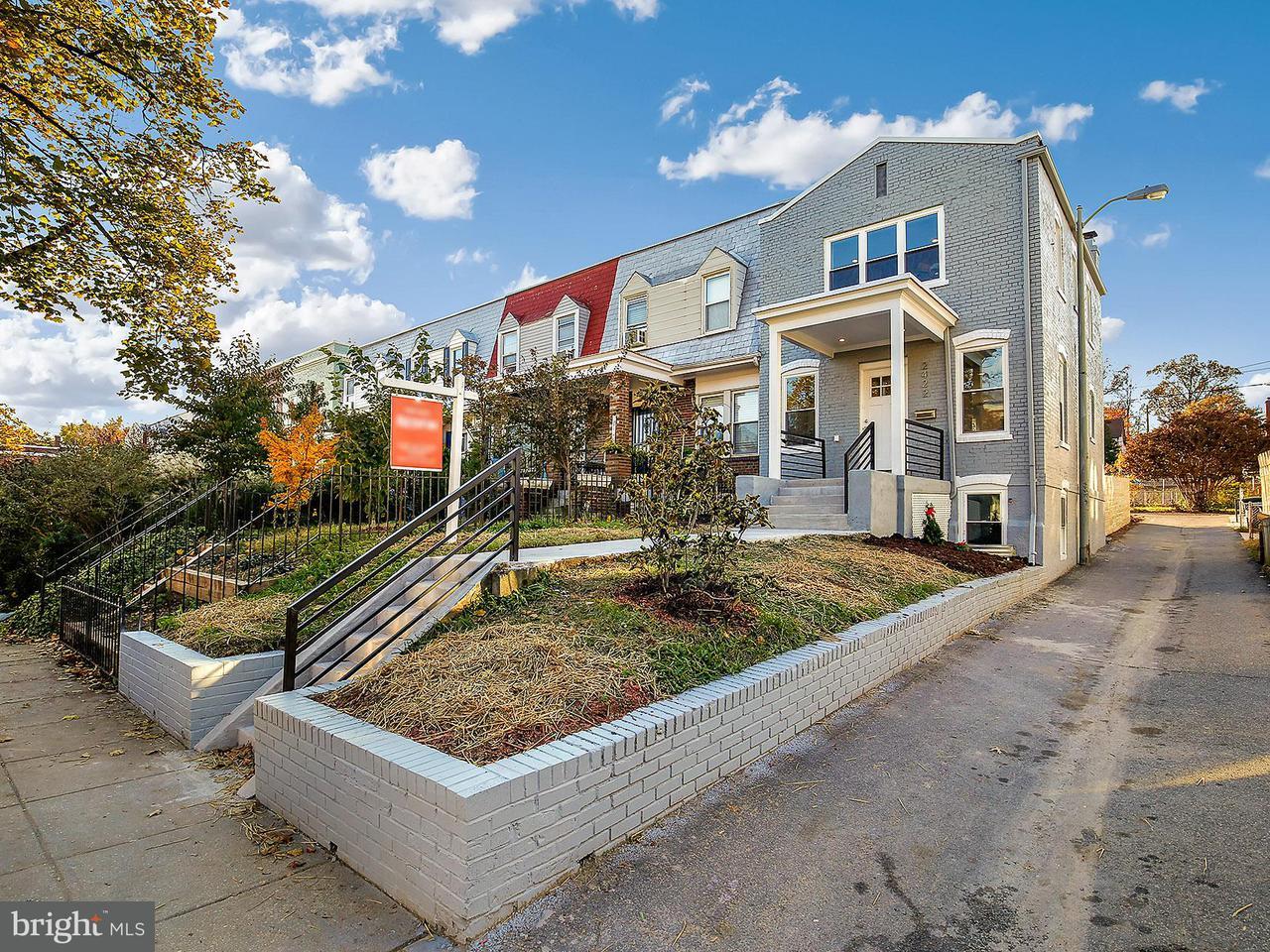 Casa unifamiliar adosada (Townhouse) por un Venta en 2422 3RD ST NE 2422 3RD ST NE Washington, Distrito De Columbia 20002 Estados Unidos