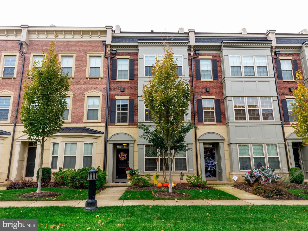 Townhouse for Sale at 724 SENTRY SQ 724 SENTRY SQ Oxon Hill, Maryland 20745 United States