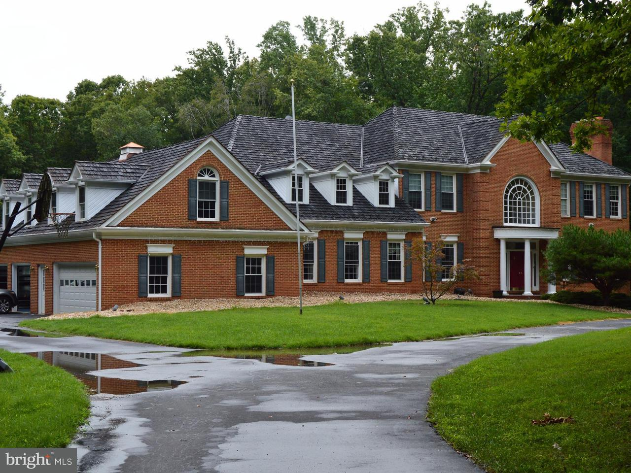 獨棟家庭住宅 為 出售 在 9811 Hampton Road 9811 Hampton Road Fairfax Station, 弗吉尼亞州 22039 美國