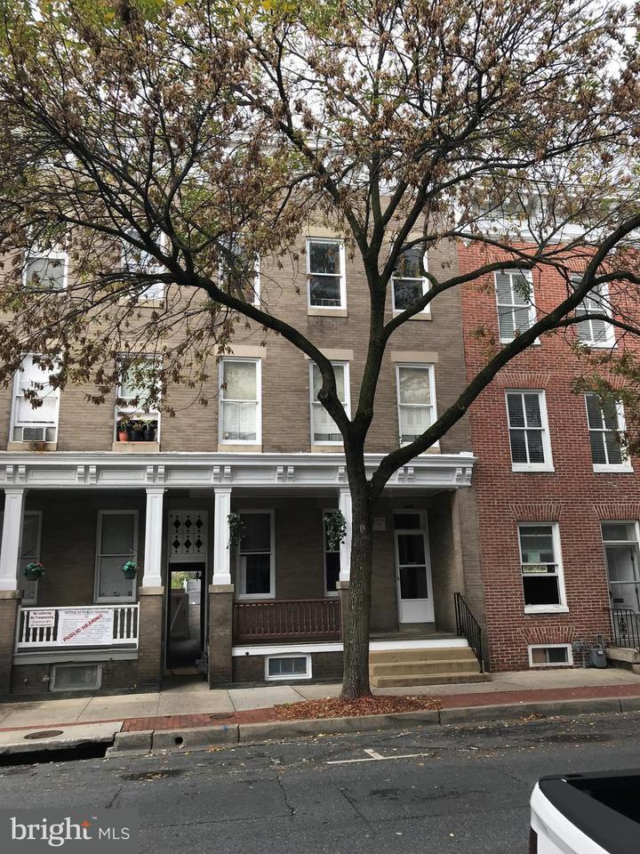 Многосемейный дом для того Продажа на 429 MARKET ST N 429 MARKET ST N Frederick, Мэриленд 21701 Соединенные Штаты