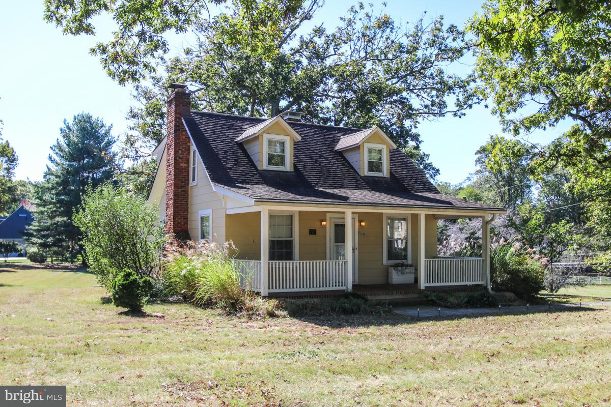 Single Family Home for Sale at 11105 BEACH MILL Road 11105 BEACH MILL Road Great Falls, Virginia 22066 United States