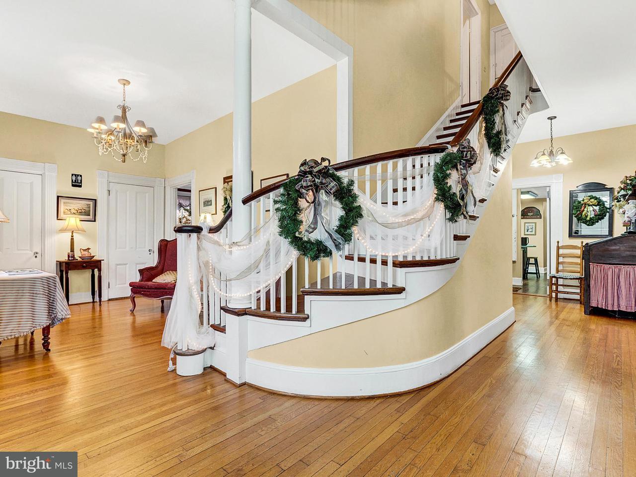 商用 為 出售 在 511 Falmouth Street 511 Falmouth Street Warrenton, 弗吉尼亞州 20186 美國