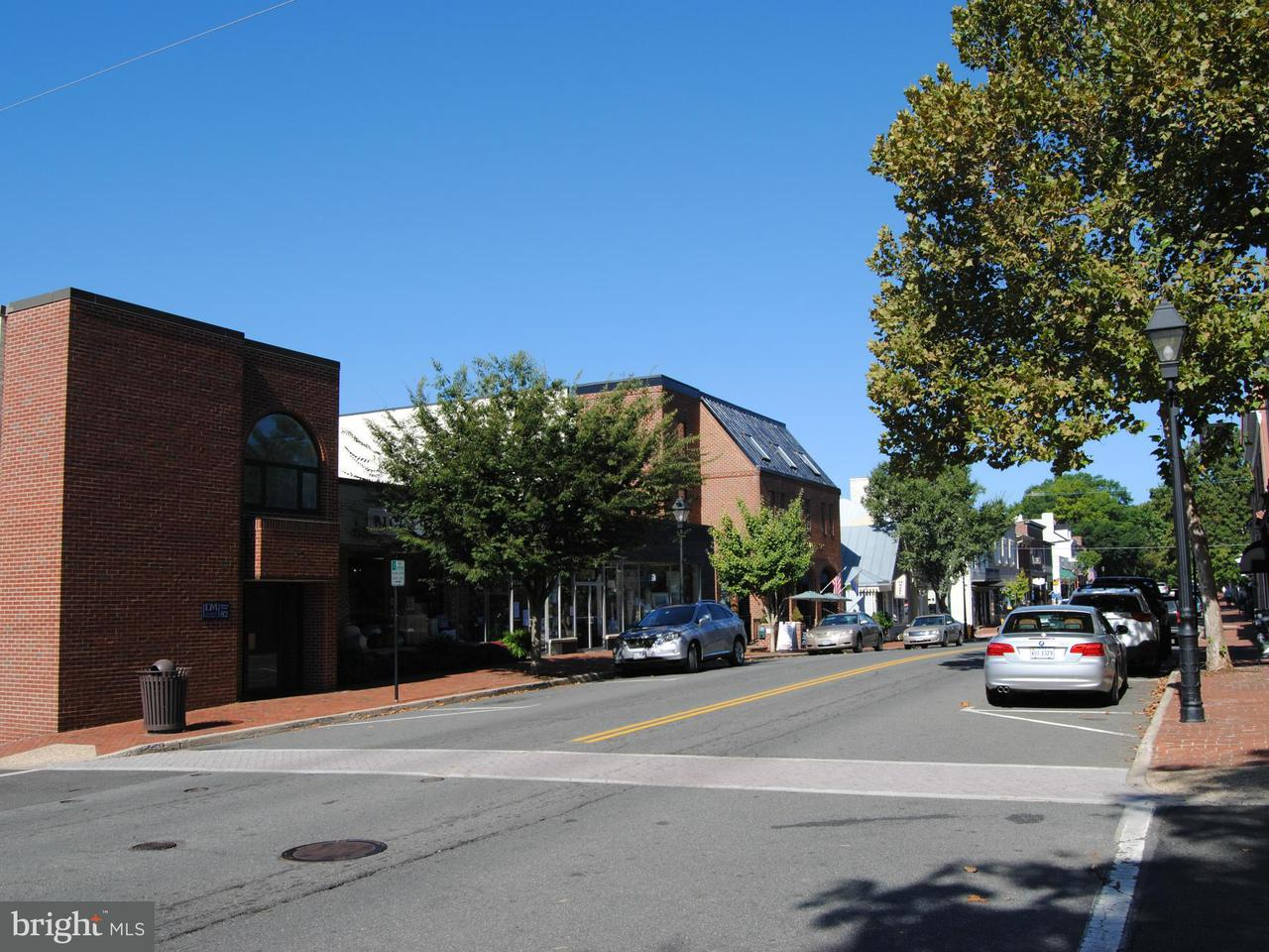 Additional photo for property listing at 82 Main Street 82 Main Street Warrenton, Virginia 20186 États-Unis