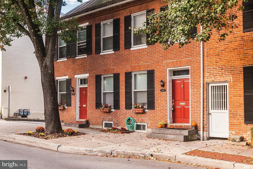 Многосемейный дом для того Продажа на 243 MARKET, THRU 245 ST S 243 MARKET, THRU 245 ST S Frederick, Мэриленд 21701 Соединенные Штаты