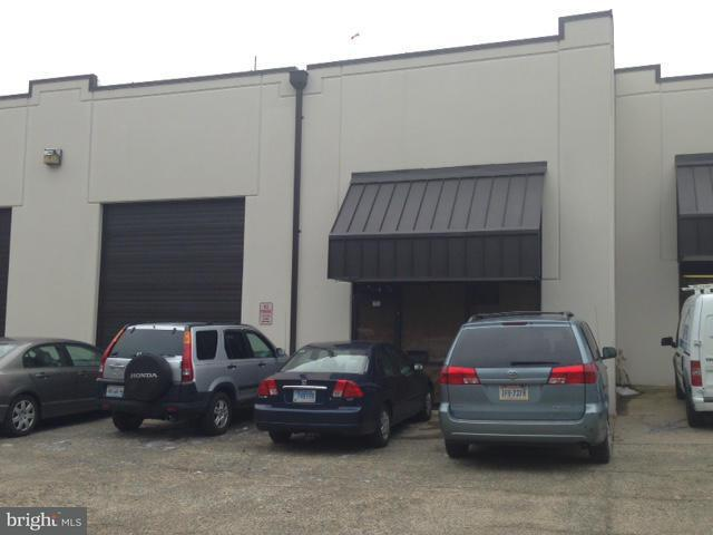 Commercieel voor Verkoop een t 9104 MANASSAS DR #I 9104 MANASSAS DR #I Manassas Park, Virginia 20111 Verenigde Staten