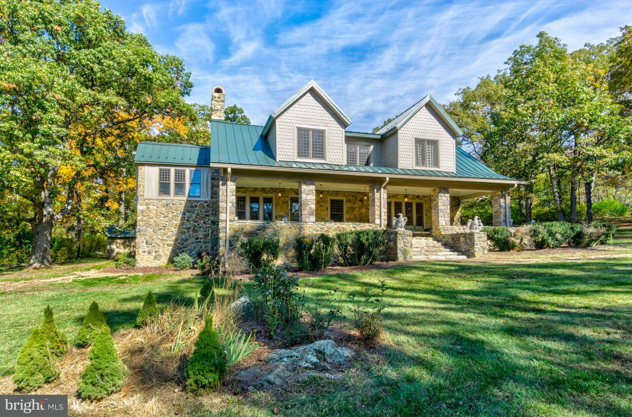 Single Family Home for Sale at 184 EAGLE ROCK Lane 184 EAGLE ROCK Lane Bluemont, Virginia 20135 United States