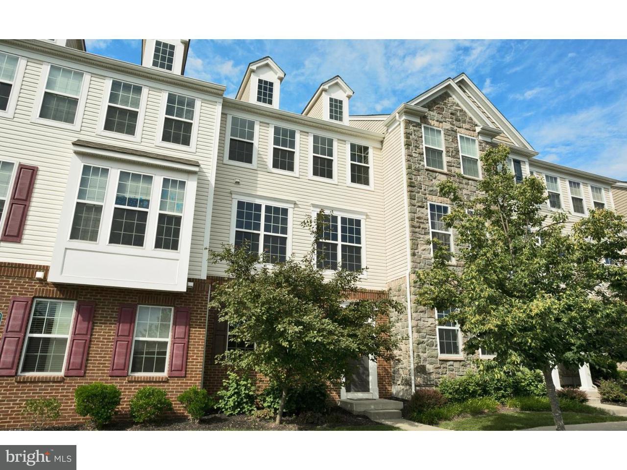 Appartement en copropriété pour l Vente à 1002 LEIA Lane Highland Park, New Jersey 08904 États-UnisDans/Autour: Highland Park