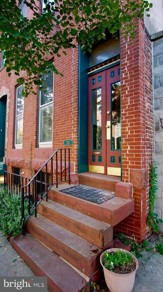 Таунхаус для того Продажа на 2111 PRATT ST E 2111 PRATT ST E Baltimore, Мэриленд 21231 Соединенные Штаты