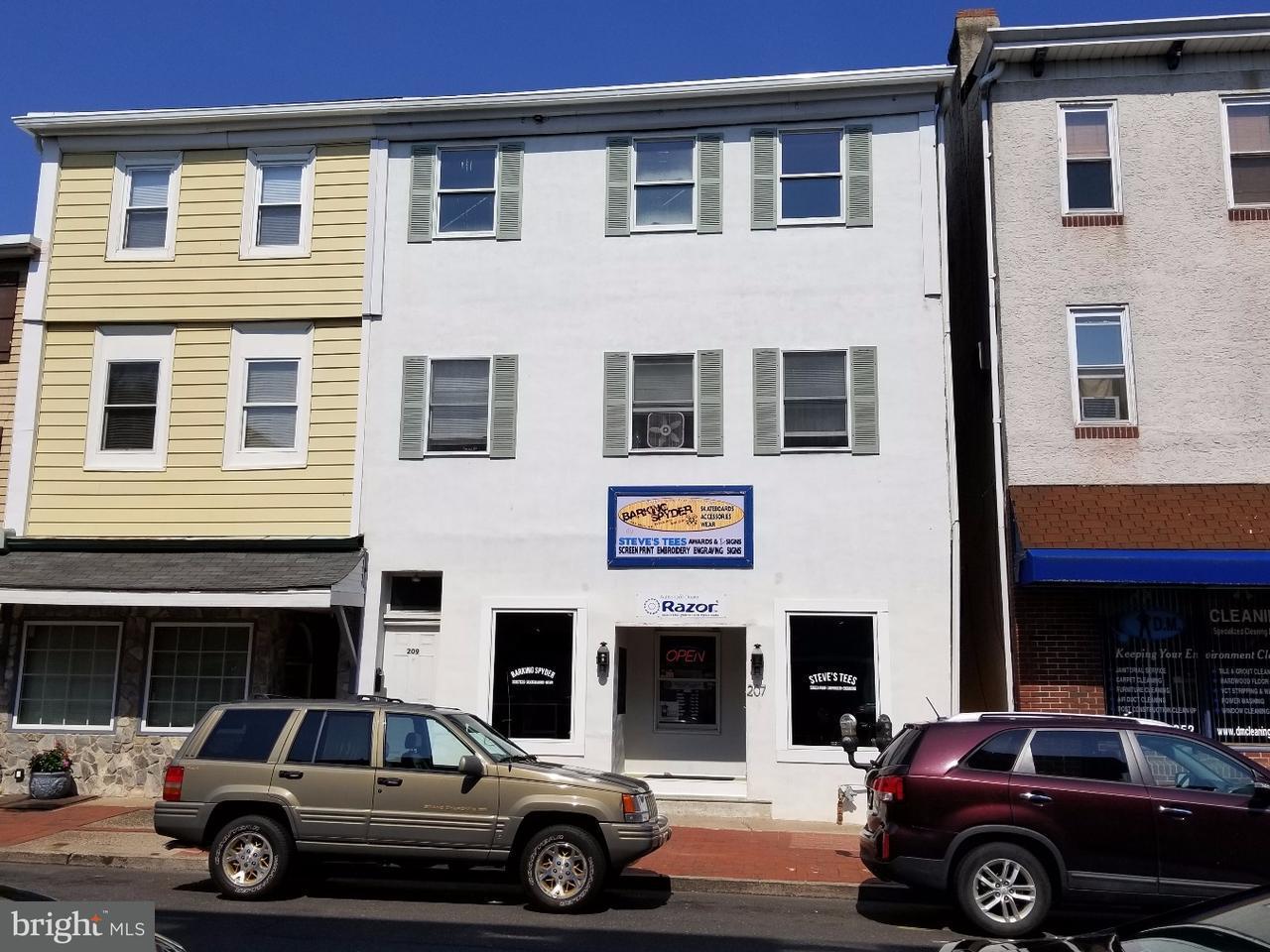 Частный односемейный дом для того Продажа на 207 MILL Street Bristol, Пенсильвания 19007 Соединенные Штаты