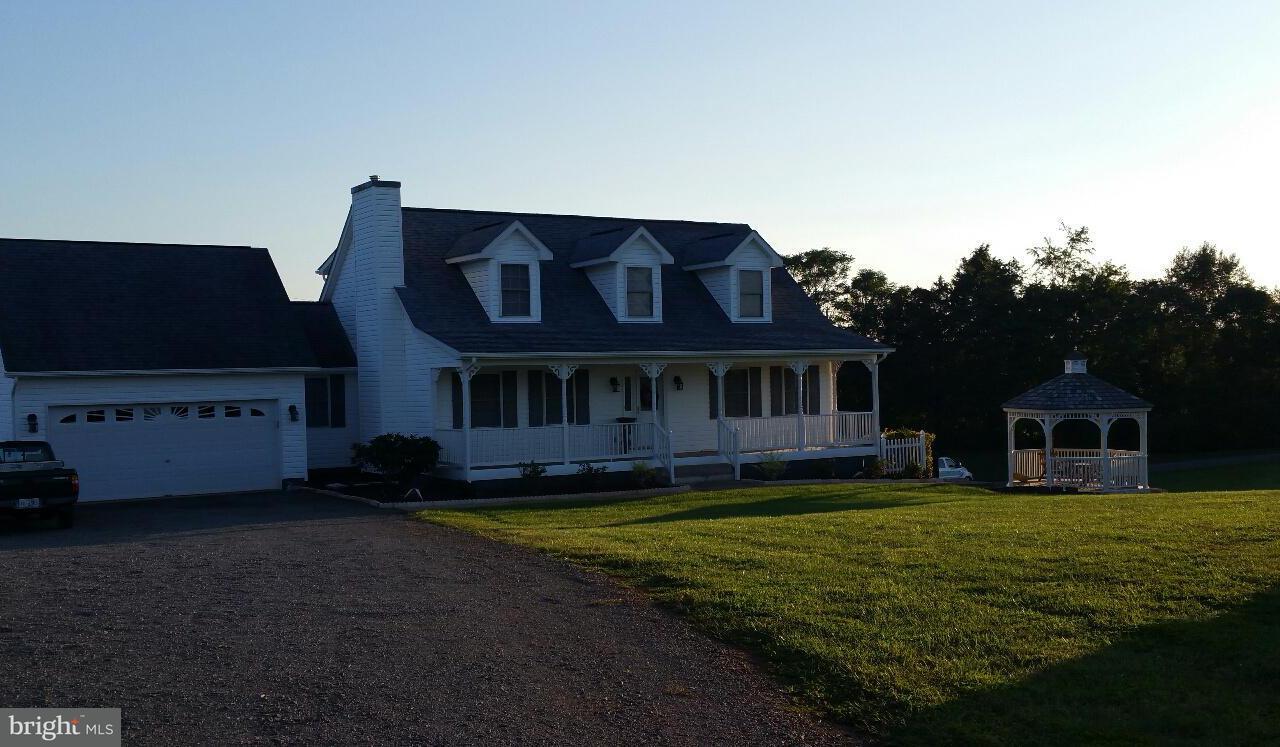 Casa Unifamiliar por un Venta en 13300 CHESTNUT FORK Road 13300 CHESTNUT FORK Road Culpeper, Virginia 22701 Estados Unidos
