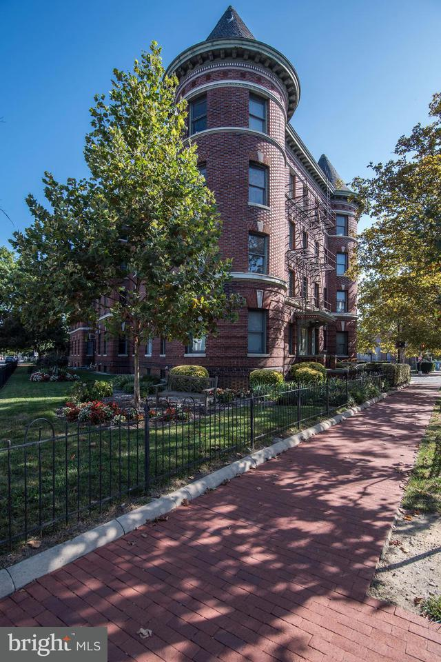 Townhouse for Sale at 1201 Q ST NW #201 1201 Q ST NW #201 Washington, District Of Columbia 20009 United States